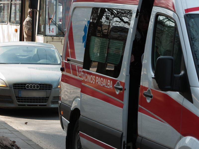 Sutrikus sveikatai greitosios automobilyje mirė vilkiko vairuotojas
