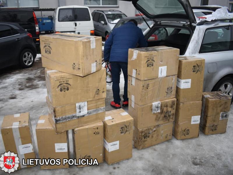 Marijampolėje sustabdytame automobilyje rasta 7 tūkst. pakelių kontrabandinių rūkalų
