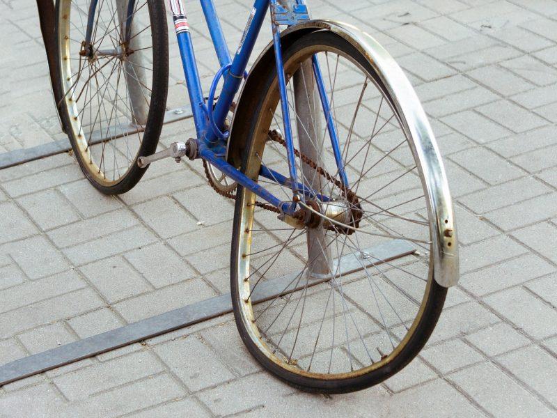 Šiauliuose žuvo dviračio nesuvaldęs ir į pastatą trenkęsis vyras