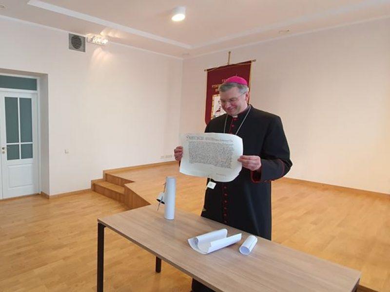 Paskirtajam Kauno arkivyskupui metropolitui K. Kėvalui įteiktas ypatingas dokumentas