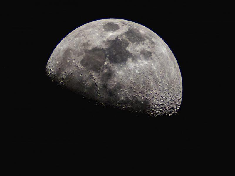 Mokslininkai: Mėnulyje vandens – daugiau nei iki šiol manyta