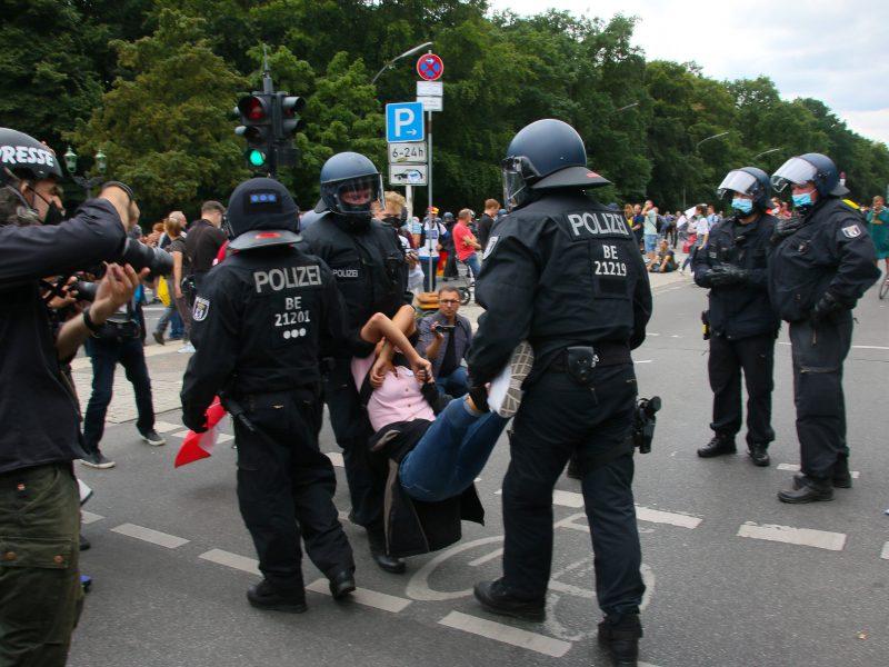 Į Vokietijos sostinės gatves išėjo tūkstančiai žmonių
