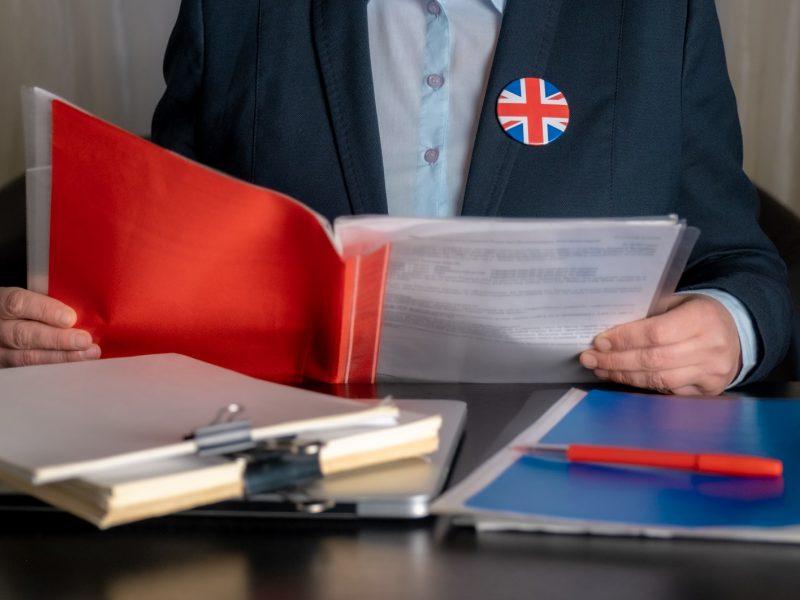 """Europos Komisija siūlo atidėti """"Brexito"""" prekybos sutarties taikymą"""