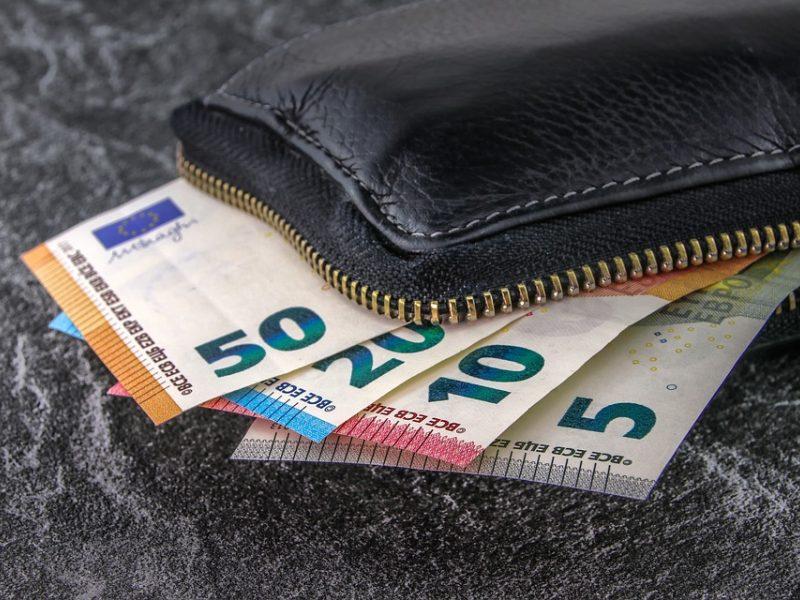 Pensijos augs sparčiau nei darbo užmokestis