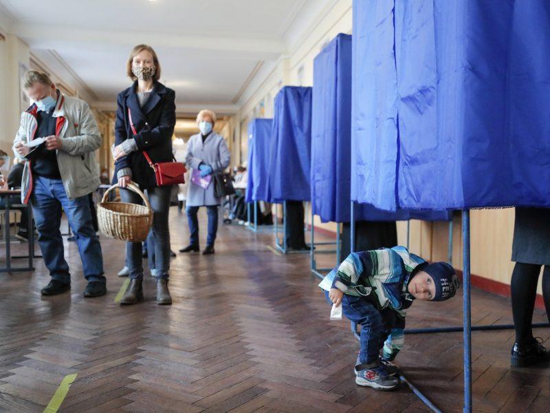 Stebėtojai: vietos valdžios rinkimai Ukrainoje buvo skaidrūs