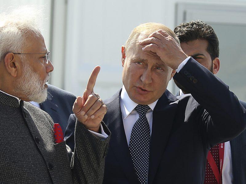 Vladivostoke aptariami ekonominuai klausimai: susitiko Rusijos ir Indijos lyderiai