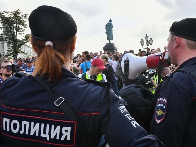 Protestuotojui už policininko užpuolimą – treji metai nelaisvės