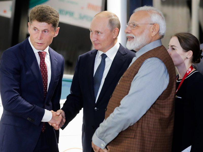 V. Putinas pakvietė Indijos bendroves prisijungti prie SGD projektų Rusijoje
