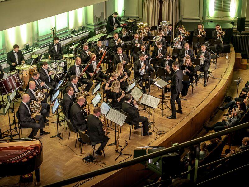 """Šv. Velykų proga orkestras """"Ąžuolynas"""" parengė roko operos """"Jėzus Kristus superžvaigždė"""" fragmentus"""