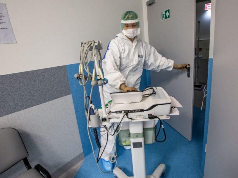 Koronavirusas plinta ligoninėse, globos namuose, naujas židinys – Varniuose