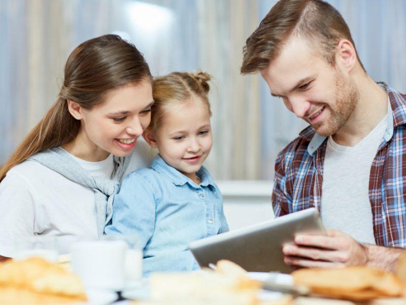 Parengtos rekomendacijos tėvams, kaip bendrauti su vaikais apie koronavirusą