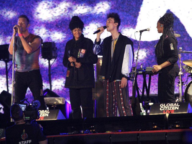 """Grupė """"Coldplay"""" paskelbė ekologišką turą, kuriame elektrą gamins šokantys gerbėjai"""
