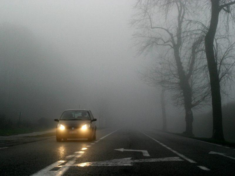 Kelininkai perspėja: naktį eismo sąlygas sunkins plikledis ir rūkas