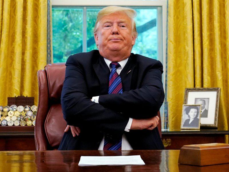 D. Trumpas grasina pašalinti Kanadą iš NAFTA susitarimo