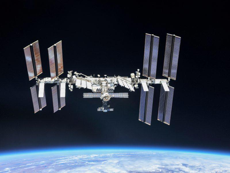 Pranešė, kada  į TKS bus išskraidinti du kosmoso turistai
