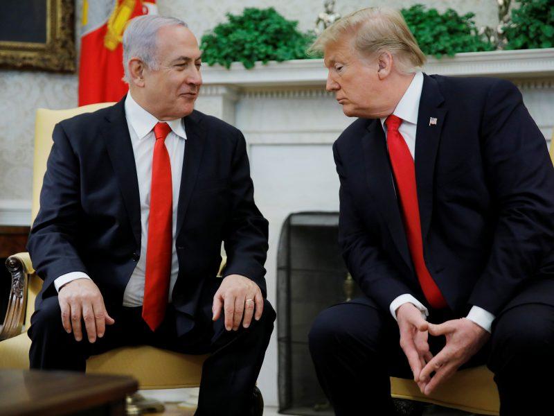 """D. Trumpas ir B. Netanyahu aptarė Irano """"žalingus"""" veiksmus"""