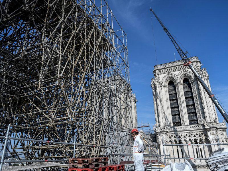Netoli Paryžiaus Dievo Motinos katedros nuo švino valomos mokyklos