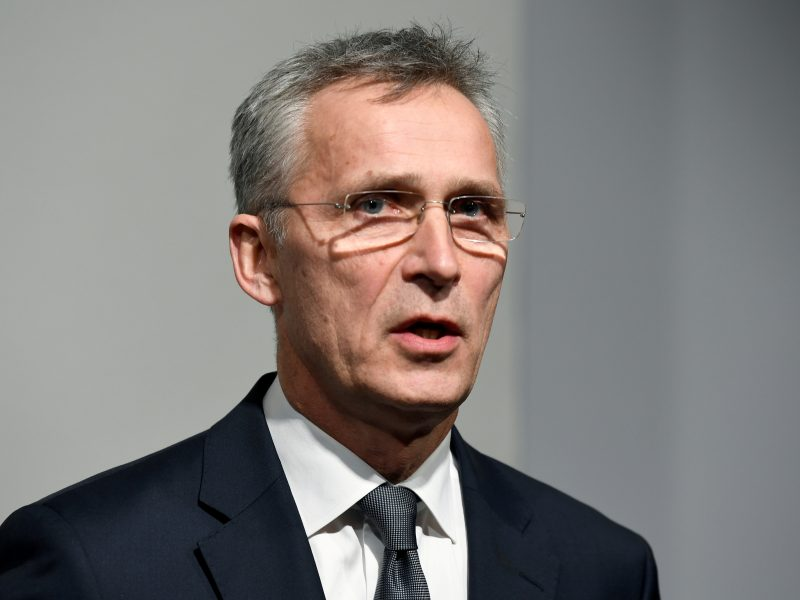 """NATO spaudžia Rusiją laikytis """"Atviro dangaus"""" sutarties"""