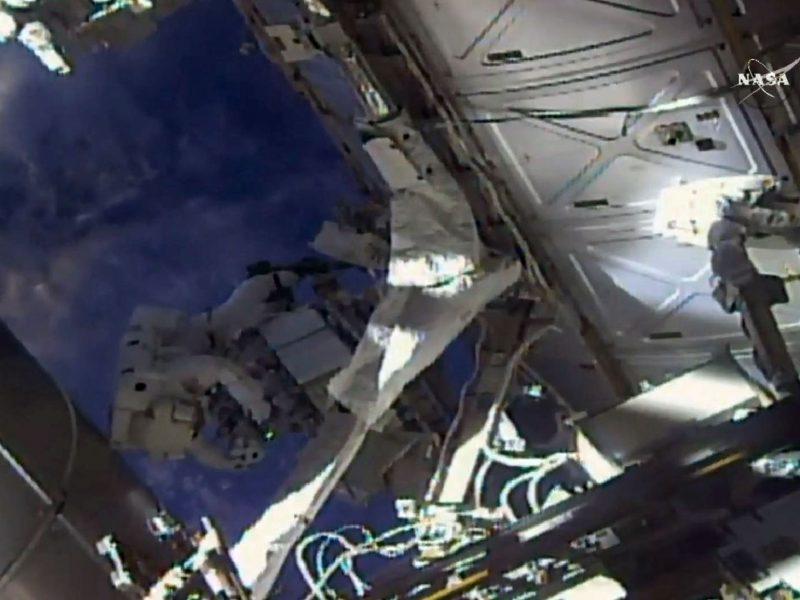 JAV astronautai TKS išorėje perkėlė aušinimo sistemos siurblius