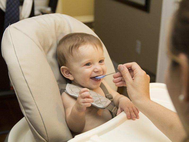 Papildomas kūdikio maitinimas. Kada jau laikas?