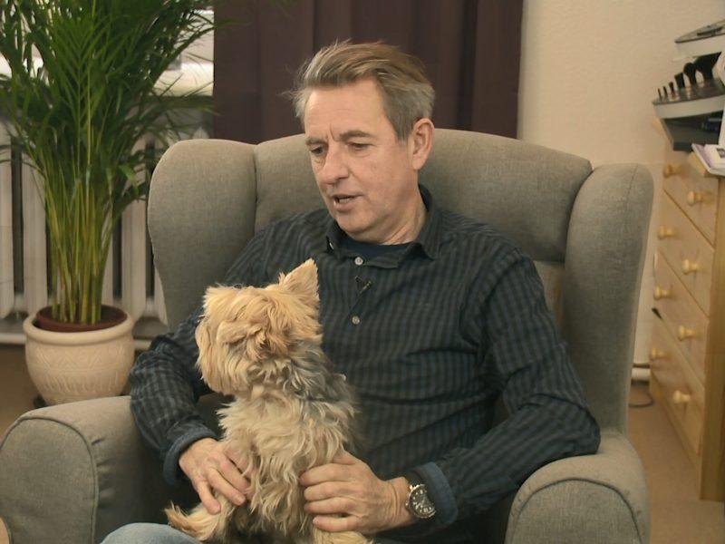 A. Sakalauskas apie augintinį: šunį padovanojo scenoje, vėliau nuglostė ausį