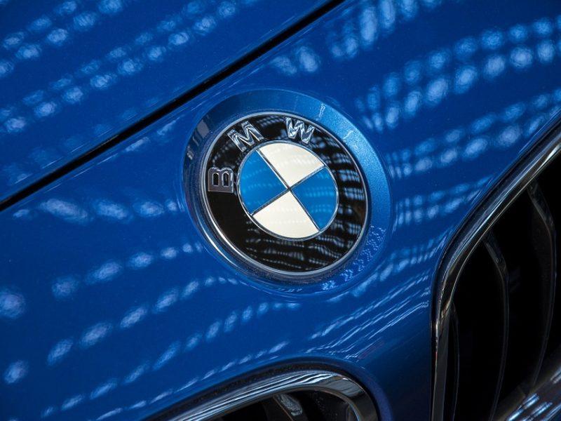 Prie BMW vairo – girtas vairuotojas, turėjęs neteisėtą ginklą