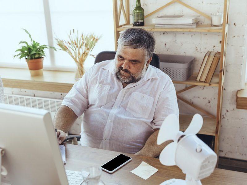 Darbas per karščius pavojingas sveikatai: darbdaviai turėtų suteikti ir papildomas pertraukas