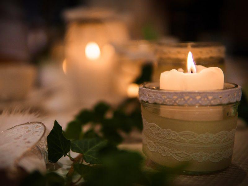 Doji žvakė dvejetainiuose variantuose, Dvejetainių opcionų ir akcijų prekybos skirtumai.