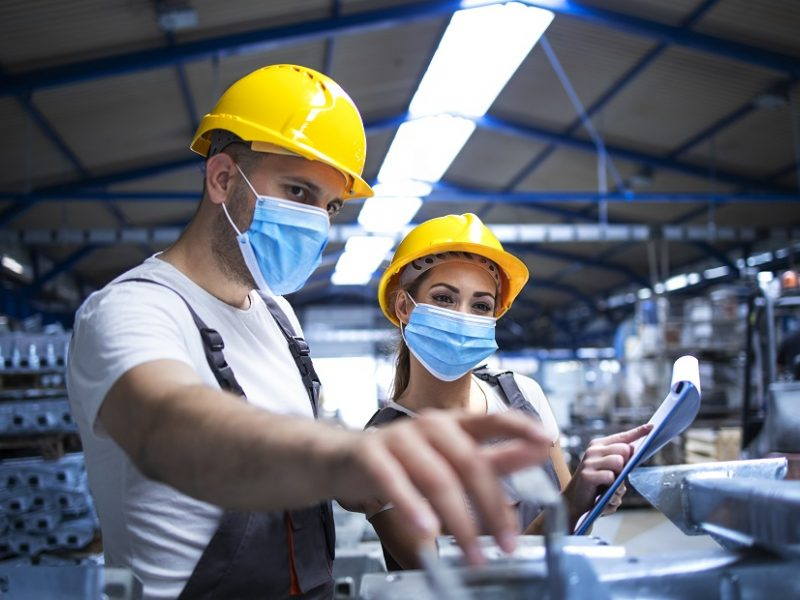 NVSC: didžiausias COVID-19 plitimas užfiksuotas prekybos ir baldų gamybos įmonėse