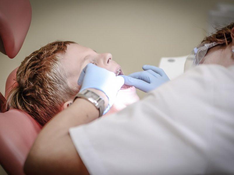 Seime įstrigo odontologų licencijavimo pakeitimas