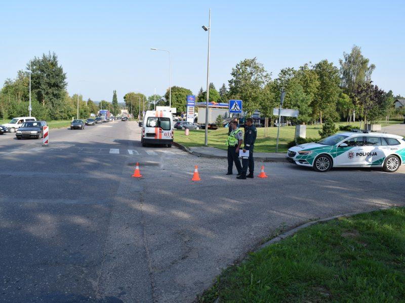 Pareigūnai prašo pagalbos: ieško automobilio ir motorolerio avarijos liudininkų
