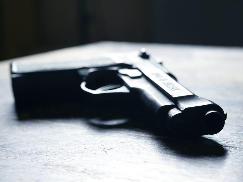 Kaune vyriškis apšaudė moters automobilį