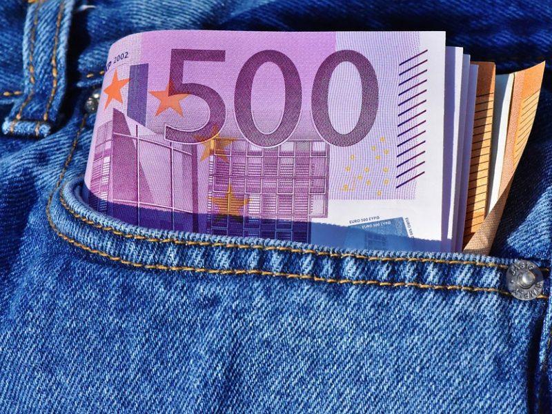Neblaivus vairuotojas pareigūnams siūlė 500 eurų kyšį