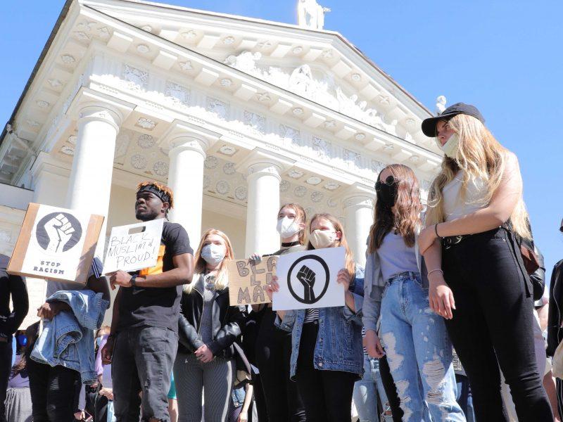 Vilniuje – eisena, smerkianti rasizmą
