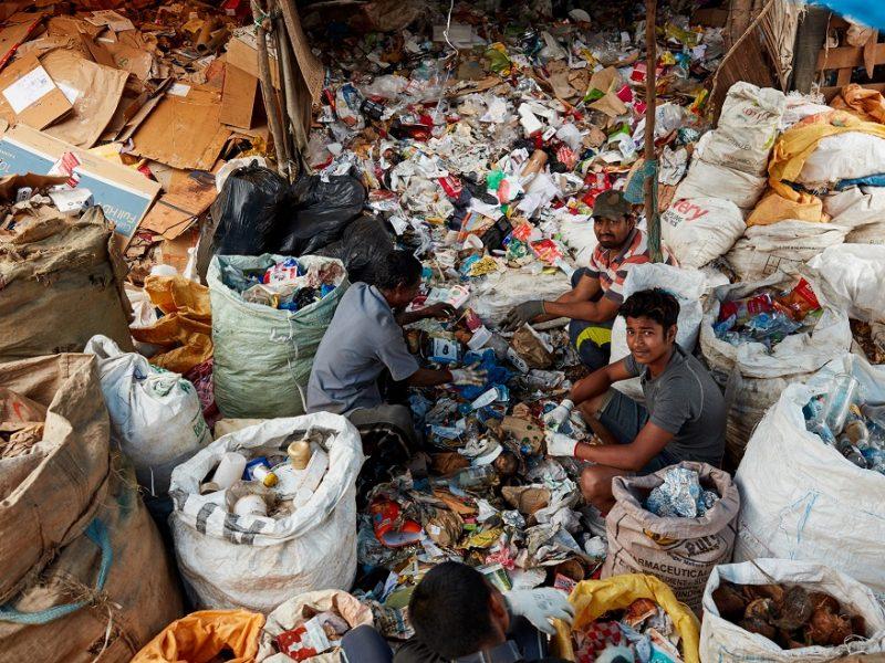 1,5 mln. žmonių renka šiukšles, kad išgyventų