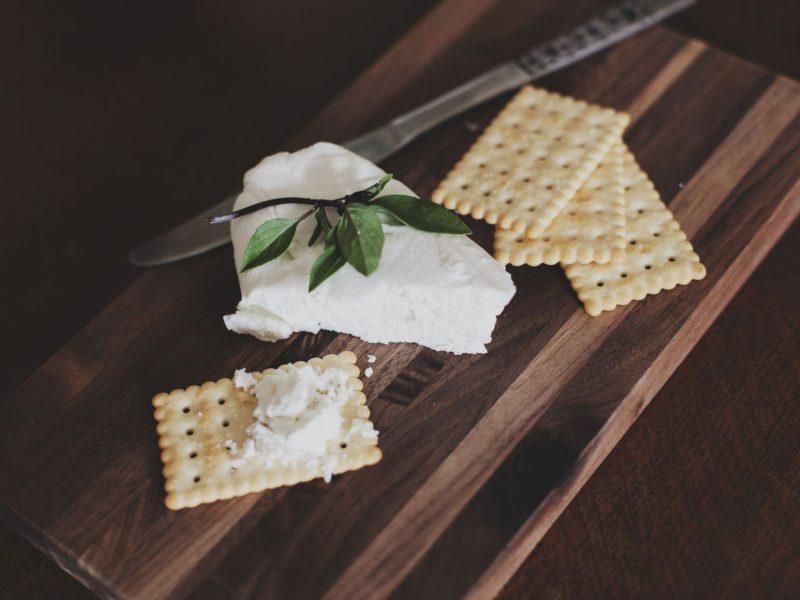 Rinktis liesesnį ar riebesnį varškės sūrį? Pataria mitybos ekspertė