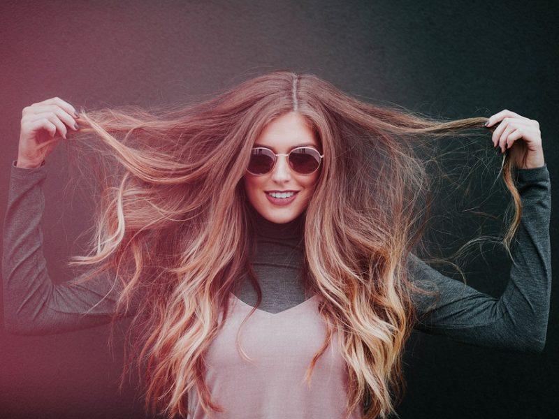 Vaistininkė įvardijo, kaip iki pavasario sugrąžinti plaukams sveiką išvaizdą
