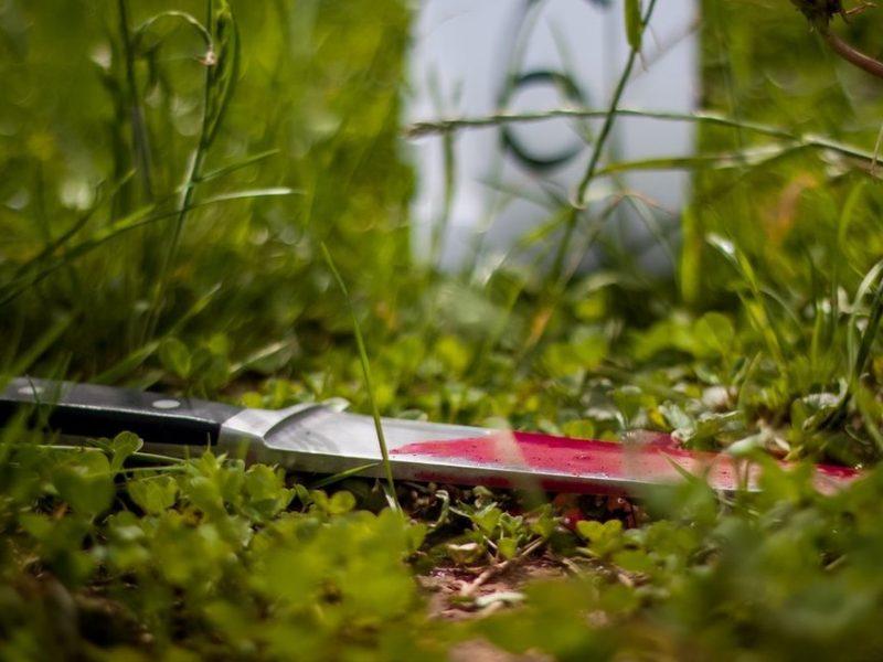 Kruvinas konfliktas Vilniuje: girta moteris peiliu sužalojo vyrą