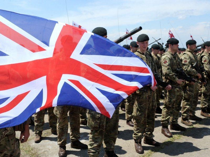 Britų parlamentarai apkaltino Gynybos ministeriją nemokšišku finansiniu planavimu