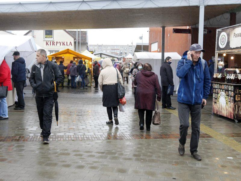 Klaipėdos turguje jau dirba visi, tačiau džiaugsmo dėl atlaisvėjimo – maža?