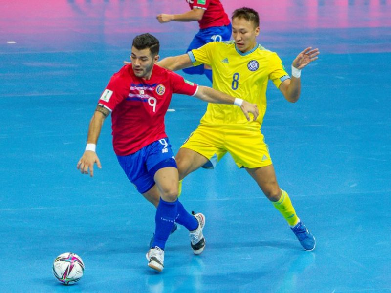 Pasaulio salės futbolo čempionatas prasidėjo favoritų pergalėmis