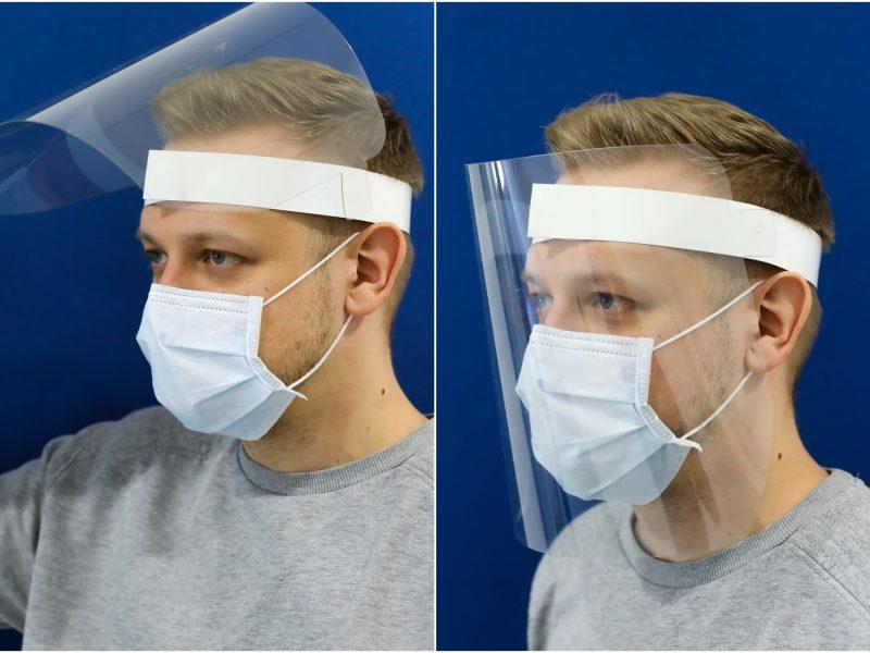 Spaustuvė demonstruoja kūrybiškumą: pradėjo gaminti apsauginius veido skydus