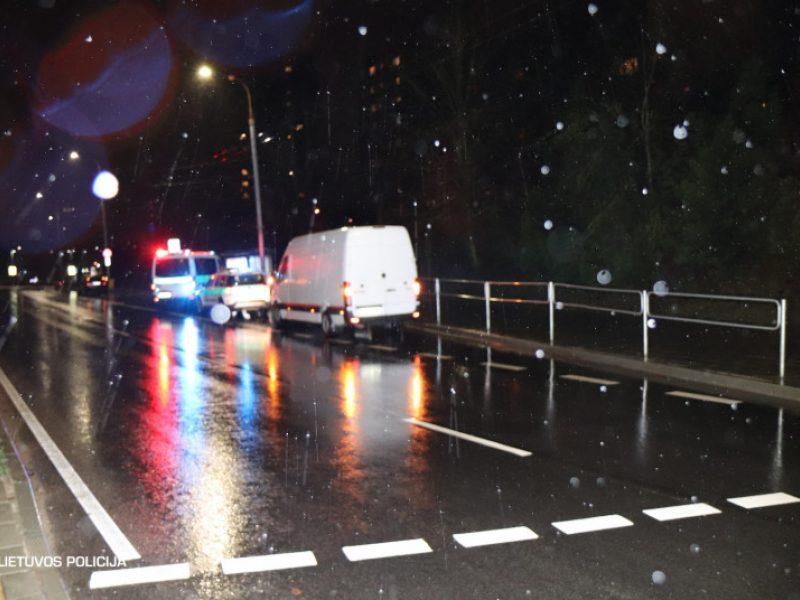 Praėjusi para šalies keliuose: žuvo pėsčioji, penki žmonės sužeisti