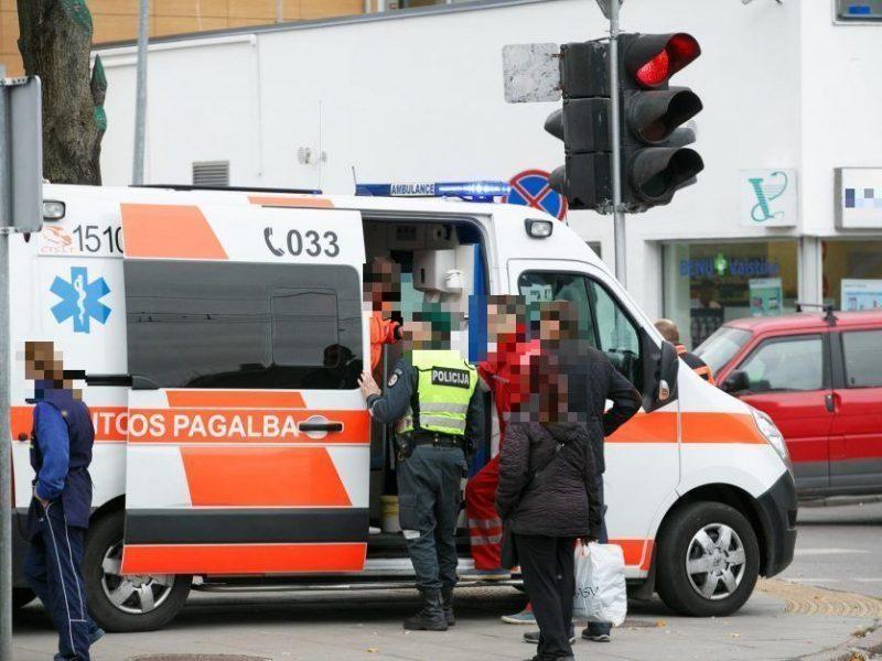 Vilniuje automobilis partrenkė į kelią išbėgusį devynmetį: vaikas paguldytas į ligoninę