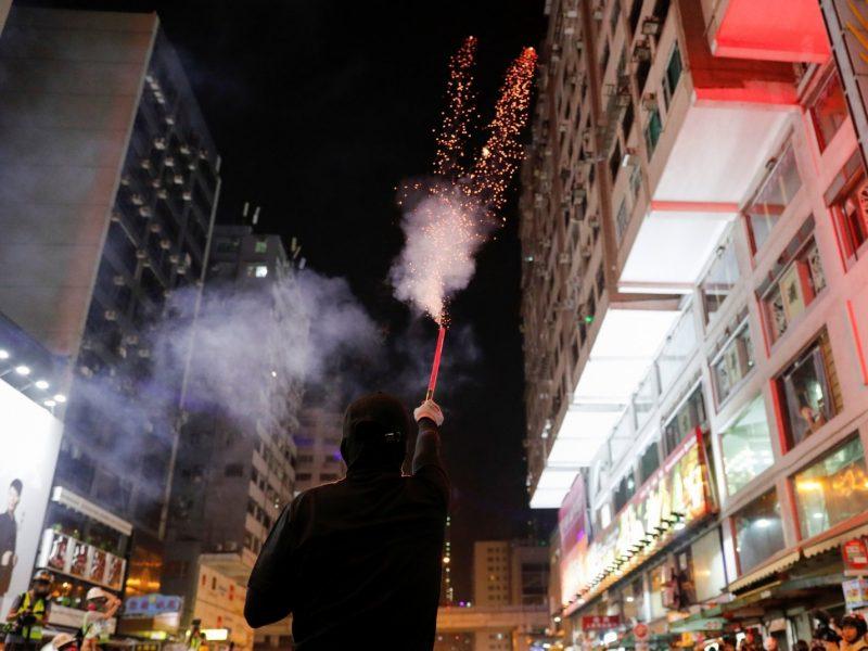 Honkongo lyderė uždraudė protestuotojams būti su kaukėmis