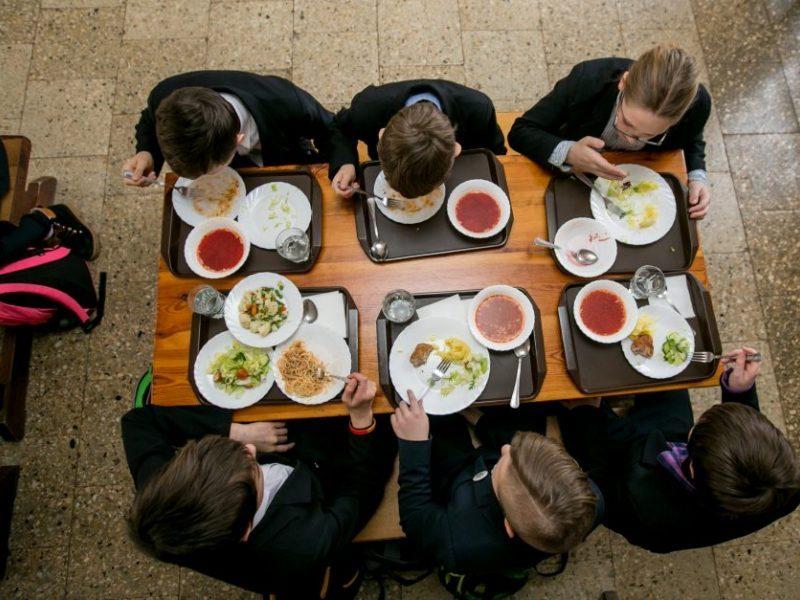 Lietuvos moksleiviai rečiau vartoja svaigalus ir dažniau renkasi sveiką maistą