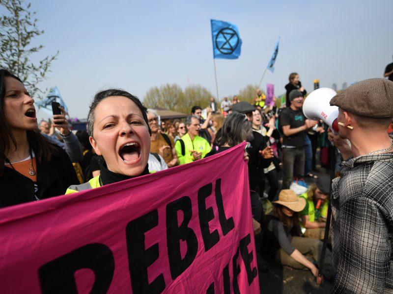 Londone ketvirtą dieną iš eilės vyksta protestai prieš klimato kaitą