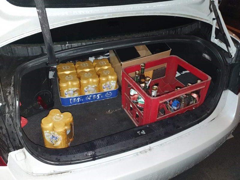 Klaipėdoje įkliuvo trys taksi vairuotojai naktį prekiavę alkoholiu