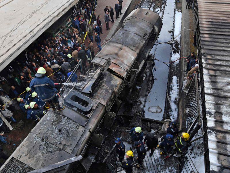 Egipte po pražūtingos traukinio avarijos atsistatydino transporto ministras