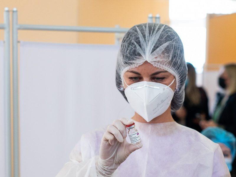 Praėjusią parą nuo COVID-19 pirmąja doze paskiepyta per 10,4 tūkst. žmonių